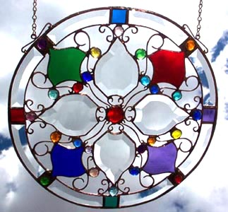 This stylish glass mandala expresses the radiant glow of a beautiful blossom.